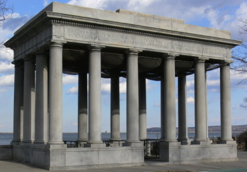 Massachusetts-Plymouth-Rock-Structure-500x349