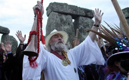 Druid-Ritual-Stonehenge-Summer-Solstice-2013-Church-of-England-Christian-Pagan-Church-e1372031116247