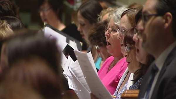 m_pope-choir-169