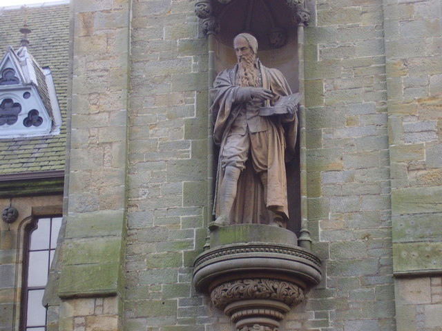 statue_of_john_knox_on_the_tower_of_the_knox_institute_in_haddington_-_geograph-org-uk_-_658164